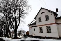 Starým úvozem ve vsi Hřiště šli 2. října 1944 vstříc smrti generál Vojtěch Luža a poručík Josef Koreš.