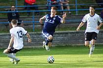 Divizní derby Vrchoviny s Havlíčkovým Brodem rozhodl rychlonohý dorostenec Michal Mazel (uprostřed). Na jeho rozdílový gól z 64. minuty už Slovan nedokázal odpovědět.