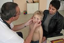Pelhřimovský alergolog Martin Buchal má v těchto dnech plnou čekárnu.