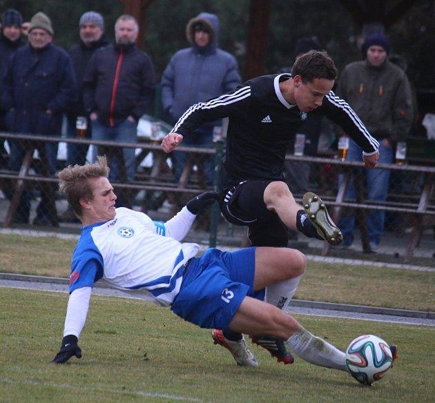 Zlepšit produktivitu chtějí oproti zápasu v Polné havlíčkobrodští fotbalisté (v černém Matěj Vopršal) proti nedělnímu protivníkovi z Rosic.