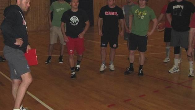 V pátek absolvovali prvoligoví hokejisté Havlíčkova Brodu netradiční trénink, kterého se mohl zúčastnit každý, kdo měl zájem. Nakonec se našlo devět odvážlivců, kteří si zatrénovali společně s Rebely.