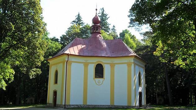 Kostel na poutním místě u sv. Anny v pohledu skrývá vzácné varhany, které přímo volají po opravě.