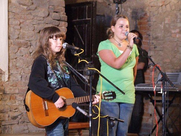 To je název celostátní pěvecko–hudební soutěže určené dětem a mládeži do 18 let. Finalisté soutěže se v pátek večer představili divákům v sále na hradě Lipnici nad Sázavou.