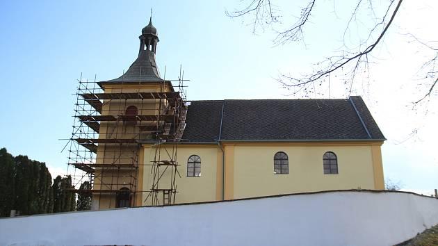Kostel v Dobrnicích, místní části Leštiny u Světlé