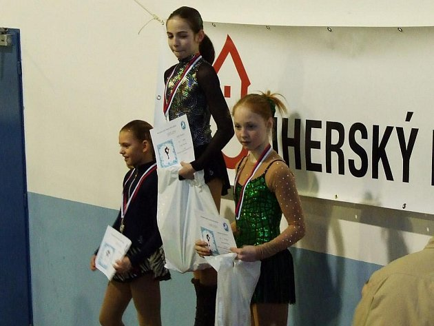 Vítězkou byla v Uherském Brodě Adéla Vlasáková (na snímku uprostřed) ve své kategorii.