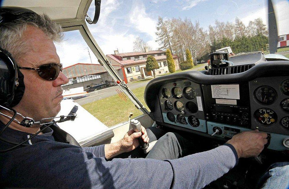 Jaroslav Kvaček patří mezi velmi zkušené piloty. V neděli se staral o vyhlídkové lety. Je ale také vynikajícím plachtařem.