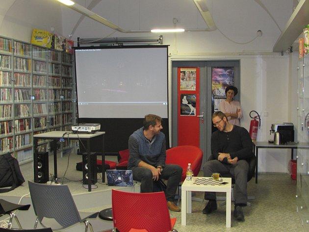 Krajská knihovna Vysočiny pro návštěvníky připravila zajímavou akci s názvem Biograf naživo. Prvním hostem byl Kamil Fila.