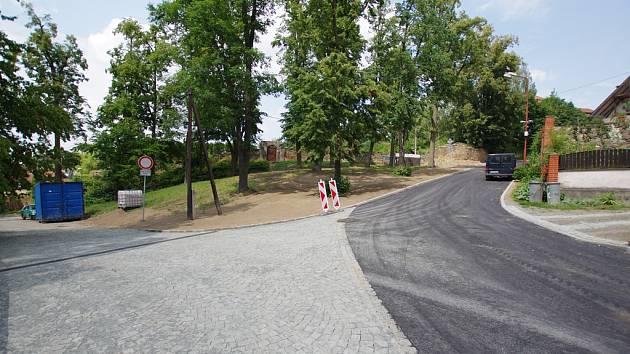 Rekonstruovaná Hradní ulice v Ledči nad Sázavou.