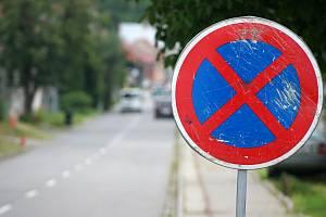 Zákaz zastavení. Ilustrační foto.