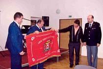 Leden roku 2009 bude v kronice Sboru dobrovolných hasičů v Malči zapsán zlatým písmem. Hasiči totiž od obce obdrželi historicky první prapor.