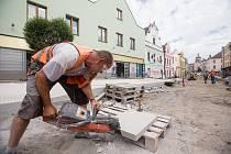 Práce na rekonstrukci Dolní ulice v Havlíčkově Brodě.