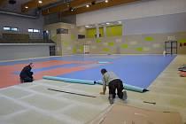 Neuplynul ještě rok a moderní sportovní stánek je před dokončením.
