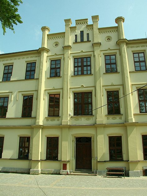 Základní škola v Golčově Jeníkově. Ilustrační foto.