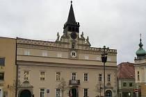 Oprava cenné historické budovy v centru města skončí s osmiměsíčním zpožděním.