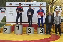Bronz bral na Grand Prix of Germany v řeckořímském stylu brodský zápasník Oldřich Varga (třetí zleva).
