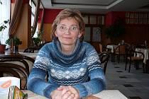Nekřičí, a přesto má autoritu. Ukočírovat třeba čtyřicet zpěváků Renáta Piklová umí. Nedělalo jí to problém, ani když byla nejmladší členkou a zároveň dirigentkou. Se zpěváky z Doubravanu totiž vyrůstala od svých čtrnácti let.