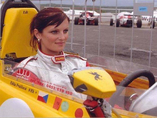 K závodění Editu přivedl její otec Jaroslav, který se ústeckého závodu rovněž účastnil.