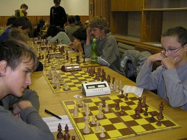 Chvilka soustředění. Mladí šachisté se snažili získat nejenom mistrovský titul, ale i lákavé ceny.