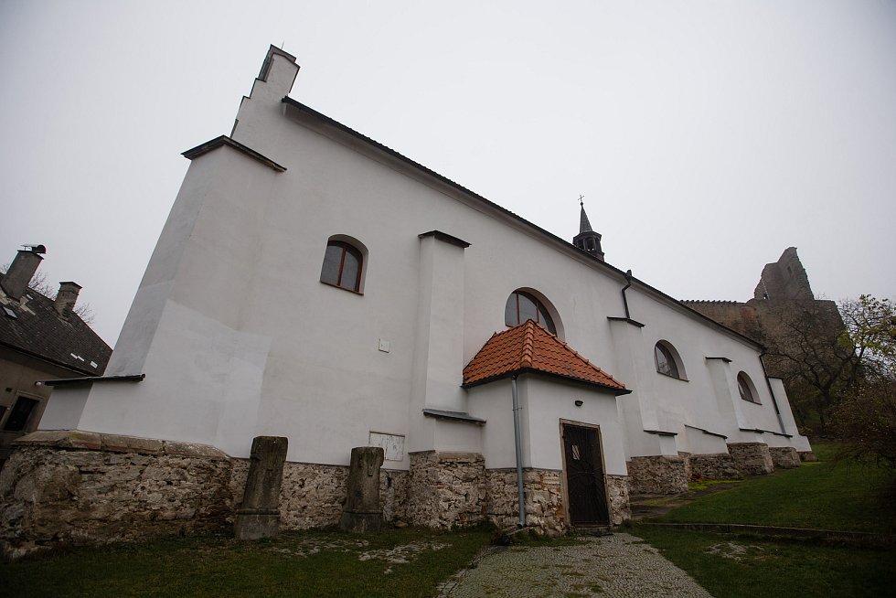 Reproduktor místo zvonu ve věži kostela sv. Víta v Lipnici nad Sázavou.