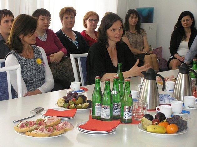 Oceněné sociální pracovnice, zprava Eva Teclová, vlevo Martina Kadlecová.