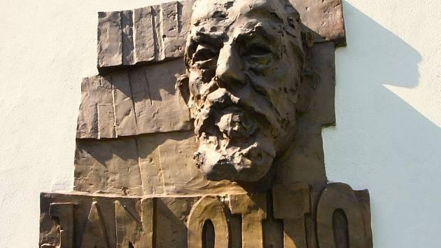 Rodný dům Jana Otty na přibyslavském náměstí byl na konci války vybombardován. Jeho pamětní deska je proto zabudována na nádvoří Kurfürstova domu, v němž sídlí městská knihovna. Jejím autorem je akademický sochař Roman Podrázský.