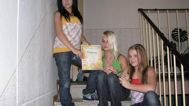 Trio LuŠtěLa třímá v rukou svoje zatím nejcennější ocenění v podobě diplomu, který vybojovaly i přes velkou rivalitu na Slavíku v Jihlavě.