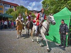 Loňské oslavy se v Chotěboři nesly v duchu první písemné zmínky. Faksimile této listiny přivezl na chotěbořské náměstí koňmo samotný Smil v podání Luboše Zezuláka.