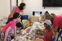 Posledních několik let se malí návštěvníci havlíčkobrodské knihovny mohou zúčastnit prázdninového výtvarného tvoření.