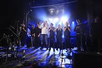 Vystoupení kapely Hudba Praha v hudebním klubu OKO.