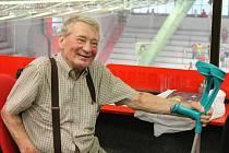 Bývalý útočník Jaroslav Holík byl ve čtvrtek v havlíčkobrodské Kotlině nejobletovanějším hostem. Čestný prezident HC Rebel zde mezi známými oslavil své sedmdesáté narozeniny.