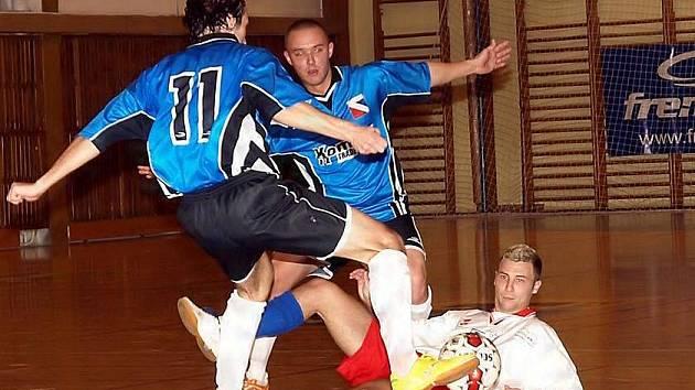 Futsalisté Havlíčkova Brodu se dočkali první výhry v soutěži, k tomu přispěl i jednou trefou Jan Kaplan (v bílém). Ten se však do střelecké listiny mohl zapsat výrazněji, další sólové nájezdy ale neproměnil.