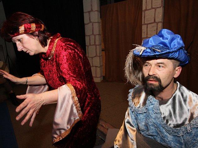 Klasická hra. V minulých ročnících mohli návštěvníci Divadelní Přibyslavi vidět i Hadriána z Římsů v podání místního souboru Hadrián.