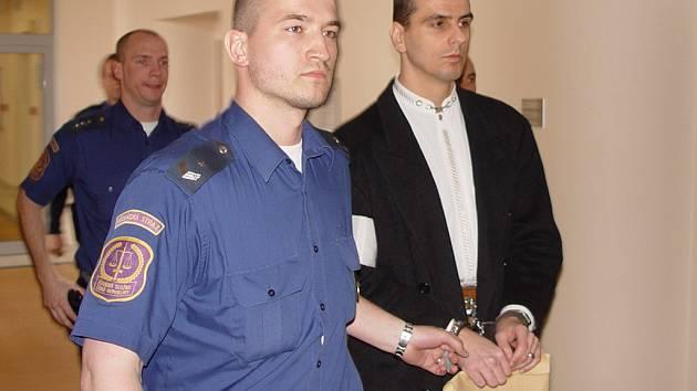Bývalý policista Martin Foltýn (na archivním snímku), který strávil dvacet měsíců ve vazbě, v pondělí k jihlavskému soudu nepřišel. Přes obhájce poslal omluvu a žádost, aby se další jednání konala v jeho nepřítomnosti.