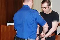 Štěpána Kavana viní žalobce z toho, že zabil otce své někdejší partnerky.