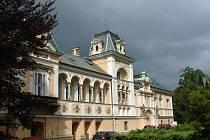 V pátek bude v zámku rodiny Degerme ve Světlé nad Sázavou zahájena slavnostní vernisáží výstava stálé expozice dějin evropského sklářství. Tento den se navíc zapíše do moderních dějin města, neboť vůbec poprvé bude veřejnosti zpřístupněna část zámku.