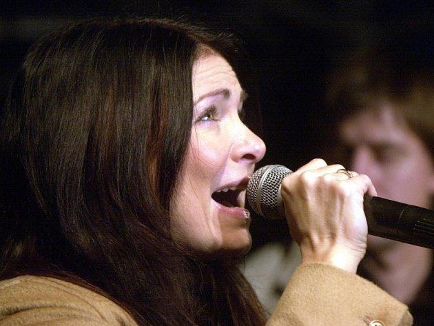 Anna K. patří mezi stálice českého hudebního nebe. Už dva singly z její poslední desky Večernice naplno bodují u posluchačů. K titulní Večernici přibylo před pár dny Spojený království smutku a radostí.