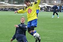 Fotbalisté Přibyslavi (ve žlutém) vyhráli v přípravě nad Bohdalovem 5:1.