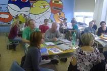 Učitelé besedovali o energii.