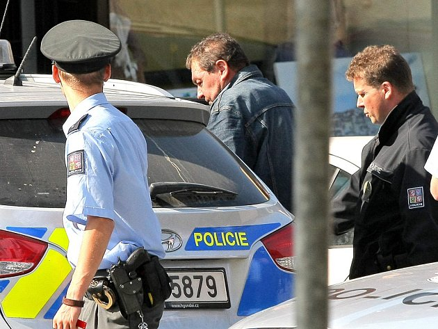 Převážení exstarosty Lipnice Ladislava Horkého (na snímku) do vězení provázela rozsáhlejší policejní akce.