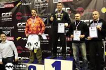 Tomáš Lacina zcela vpravo.