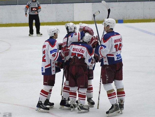 Zaslouženou radost si užili brodští junioři po vyhraném zápase v derby se Žďárem nad Sázavou.