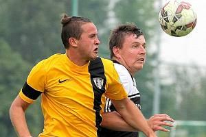 Fotbalisté Chotěboře (ve žlutém), ilustrační foto