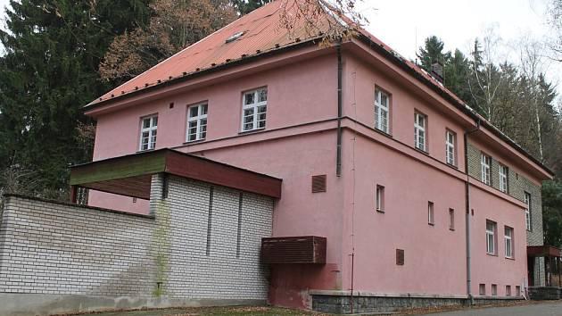 Bývalá patologie. Společnost Nest.HB objekt koupila od kraje. Změní ho na školicí a rehabilitační centrum.