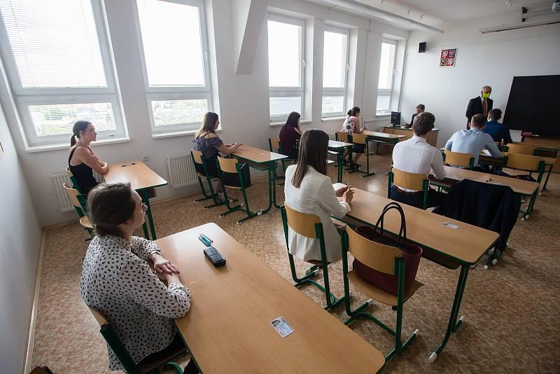 Písemná část státní maturity na Obchodní akademii a Hotelové škole Havlíčkův Brod.