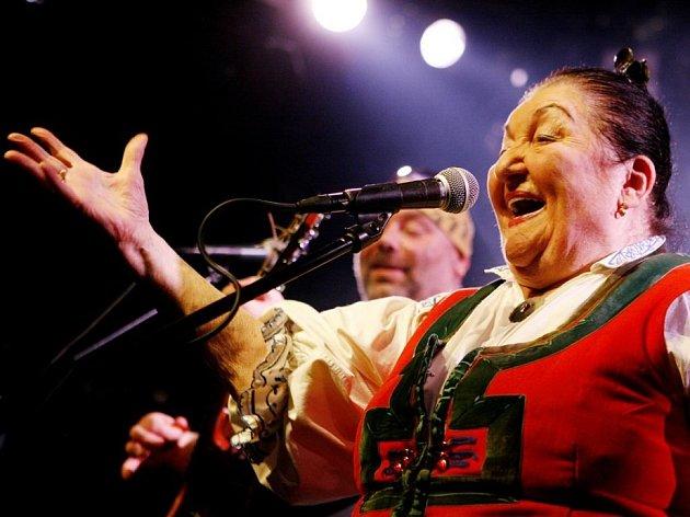 Klasické hvězdy i nováčci. Rovné čtvrtstoletí letos slaví tradiční folkový festival Horácký džbánek. O posledním srpnovém víkendu na pódiu vystoupí například Spiritual kvintet či Jarmila Šuláková (na snímku).