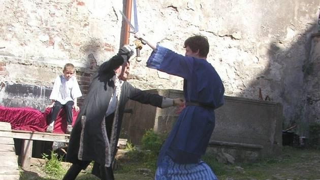 Diváci uvidí také středověkou tvrz, plivače ohně či rytířské turnaje.