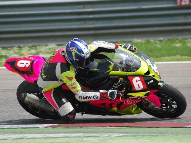 Každé dva týdny bude Michal Prášek usedat na motorku při závodech.