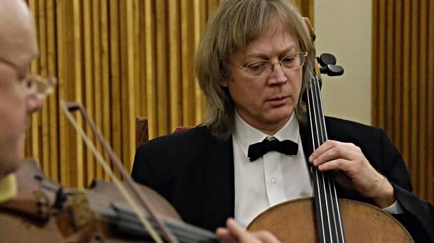 Stamicovo kvarteto má po smrti výborného muzikanta a dlouholetého člena Vladimíra Laixnera nového člena – Petra Hejného.