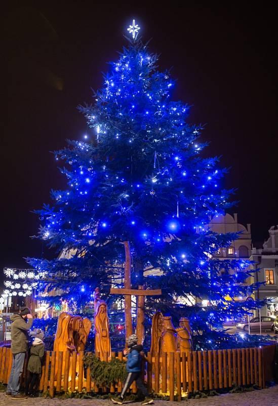 Vánoční strom v Havlíčkově Brodě.