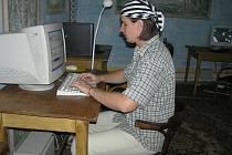 Internet v kavárnách mlčí. Mladí si tam většinou hledají práci, nebo hrají hry. Výjimečné nejsou ani návštěvy cizinců. (ilustrační foto)